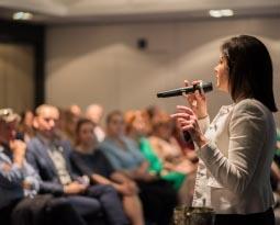 Jak zacząć wystąpienie? – 12 kroków